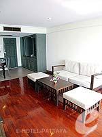 パタヤ ジョムティエンビーチのホテル : グランド ジョムティエン パレス(Grand Jomtien Palace)のジュニア スイート メインウィングルームの設備 Living Area