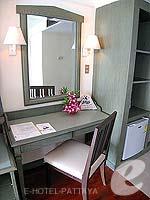 パタヤ ジョムティエンビーチのホテル : グランド ジョムティエン パレス(Grand Jomtien Palace)のジュニア スイート メインウィングルームの設備 Writing Desk