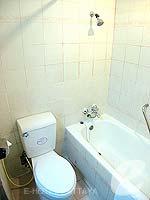 パタヤ ジョムティエンビーチのホテル : グランド ジョムティエン パレス(Grand Jomtien Palace)のジュニア スイート メインウィングルームの設備 Bath Room