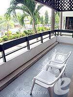 パタヤ ジョムティエンビーチのホテル : グランド ジョムティエン パレス(Grand Jomtien Palace)のデラックス グランド シャーレット ウィングルームの設備 Balcony