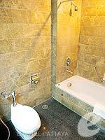 パタヤ ジョムティエンビーチのホテル : グランド ジョムティエン パレス(Grand Jomtien Palace)のデラックス グランド シャーレット ウィングルームの設備 Bath Room