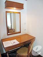 パタヤ ジョムティエンビーチのホテル : グランド ジョムティエン パレス(Grand Jomtien Palace)のコテージルームの設備 Living Area