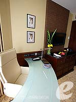 バンコク スクンビットのホテル : プルマン バンコク グランデ スクンヴィット (Pullman Bangkok Grande Sukhumvit)のデラックス(シングル)ルームの設備 Writing Desk