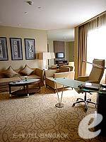 バンコク スクンビットのホテル : プルマン バンコク グランデ スクンヴィット (Pullman Bangkok Grande Sukhumvit)のエグゼクティブ スイート(シングル)ルームの設備 Living Room