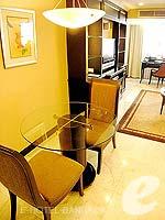 バンコク スクンビットのホテル : グランド プレジデント(Grand President)のロイヤル スイートルームの設備 Dining Table