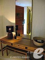 サムイ島 オーシャンビューのホテル : ハンサー サムイ リゾート & スパ(Hansar Samui Resort & Spa)のシービュー ルームルームの設備 Dresser
