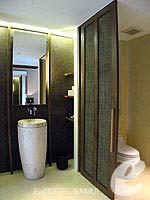 サムイ島 オーシャンビューのホテル : ハンサー サムイ リゾート & スパ(Hansar Samui Resort & Spa)のシービュー ルームルームの設備 Bathroom