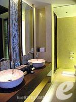 サムイ島 オーシャンビューのホテル : ハンサー サムイ リゾート & スパ(Hansar Samui Resort & Spa)のビーチフロント ルームルームの設備 Bath Room