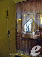 サムイ島 オーシャンビューのホテル : ハンサー サムイ リゾート & スパ(Hansar Samui Resort & Spa)のビーチフロント ルームルームの設備 Shower Booth