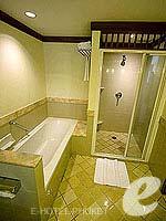 プーケット カロンビーチのホテル : ヒルトン プーケット アルカディア & スパ(Hilton Phuket Arcadia Resort & Spa)のデラックス シービュールームの設備 Bath Room