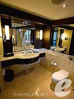 プーケット カロンビーチのホテル : ヒルトン プーケット アルカディア & スパ(Hilton Phuket Arcadia Resort & Spa)のジュニア スイート ガーデンビュールームの設備 Bath Room