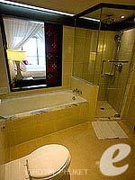 プーケット カロンビーチのホテル : ヒルトン プーケット アルカディア & スパ(Hilton Phuket Arcadia Resort & Spa)のジュニア スイート シービュールームの設備 Bathroom