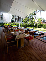 J's Cafe & Restauran / Holiday Inn Resort Phuket Mai Khao Beach, ติดกับสระว่ายน้ำ