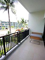 プーケット スパ併設のホテル : ホリデーイン リゾート プーケット マイカオ ビーチ(Holiday Inn Resort Phuket Mai Khao Beach)のキッズ スイートルームの設備 Balcony
