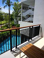 プーケット スパ併設のホテル : ホリデーイン リゾート プーケット マイカオ ビーチ(Holiday Inn Resort Phuket Mai Khao Beach)のファミリー スイートルームの設備 Balcony