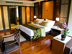 プーケット ファミリー&グループのホテル : ホリデーイン リゾート プーケット(1)のお部屋「ブサコン ヴィラ プール アクセス」