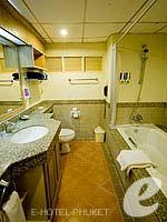 プーケット パトンビーチのホテル : ホライゾン パトン ビーチ リゾート & スパ(Horizon Patong Beach Resort Hotel)のファミリー(シングル)ルームの設備 Bathroom