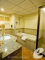 プーケット パトンビーチのホテル : ホライゾン パトン ビーチ リゾート & スパ(Horizon Patong Beach Resort Hotel)のファミリー(ツイン/ダブル)ルームの設備 Bath Room