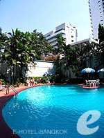 Swimming Pool / Manhattan Bangkok Hotel, น้อยกว่า1500บาท