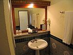 プーケット ファミリー&グループのホテル : ハイトン リーラヴァディ リゾート(Hyton Leelavadee Resort)のスーペリア(シングル)ルームの設備 Bathroom