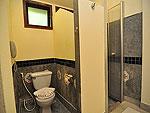 プーケット ファミリー&グループのホテル : ハイトン リーラヴァディ リゾート(Hyton Leelavadee Resort)のコテージ(シングル)ルームの設備 Bathroom