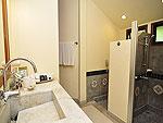 プーケット ファミリー&グループのホテル : ハイトン リーラヴァディ リゾート(Hyton Leelavadee Resort)のコテージ(ツイン/ダブル)ルームの設備 Bathroom