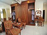 プーケット ファミリー&グループのホテル : ハイトン リーラヴァディ リゾート(Hyton Leelavadee Resort)のファミリー スイート1ルームの設備 Living Area