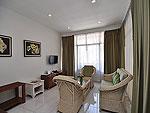 プーケット ファミリー&グループのホテル : ハイトン リーラヴァディ リゾート(Hyton Leelavadee Resort)のファミリー スイート1ルームの設備 Living Room