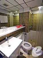 バンコク ファミリー&グループのホテル : アイ レジデンス(i Residence)のデラックスルームの設備 Bathroom