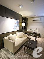 バンコク ファミリー&グループのホテル : アイ レジデンス(i Residence)のジュニア スイートルームの設備 Bathroom