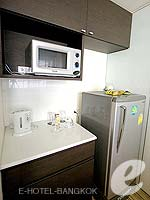 バンコク シーロム・サトーン周辺のホテル : アイ レジデンス(i Residence)のデラックス スイートルームの設備 LCD TV