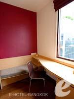 バンコク スクンビットのホテル : アイビス バンコク ナナ(Ibis Bangkok Nana)のスタンダードルーム シングルルームの設備 Writing Desk