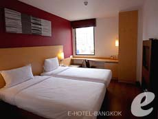バンコク スクンビットのホテル : アイビス バンコク ナナ(Ibis Bangkok Nana)のお部屋「スタンダードルームツイン/ダブル」