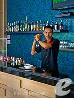 プーケット コネクティングルームのホテル : アイビス プーケット カタ 「Bar」