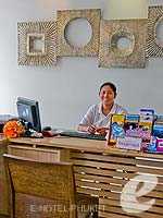 プーケット カタビーチのホテル : アイビス プーケット カタ 「Tour Desk」