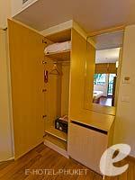 プーケット ファミリー&グループのホテル : アイビス プーケット カタ(Ibis Phuket Kata)のファミリー ルームルームの設備 Closet