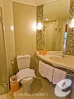 プーケット ファミリー&グループのホテル : アイビス プーケット カタ(Ibis Phuket Kata)のファミリー ルームルームの設備 Bathroom