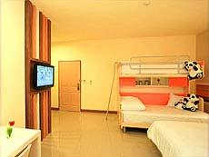 チェンマイ ナイトバザール周辺のホテル : イム ホテル ターペー チェンマイ(1)のお部屋「ファミリー」