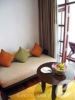 サムイ島 チョンモーンビーチのホテル : インペリアル ボートハウス ビーチ リゾート(Imperial Boat House Beach Resort)のプレミアルームの設備 Sofa