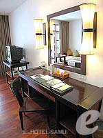 サムイ島 チョンモーンビーチのホテル : インペリアル ボートハウス ビーチ リゾート(Imperial Boat House Beach Resort)のプレミアルームの設備 Desk