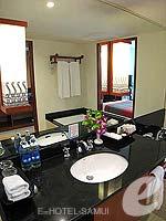 サムイ島 チョンモーンビーチのホテル : インペリアル ボートハウス ビーチ リゾート(Imperial Boat House Beach Resort)のプレミアルームの設備 Bath Room