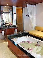 サムイ島 チョンモーンビーチのホテル : インペリアル ボートハウス ビーチ リゾート(Imperial Boat House Beach Resort)のハネムーンスイートルームの設備 Bath Room