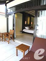 プーケット カップル&ハネムーンのホテル : インピアナ プーケット パトン(Impiana Phuket Patong)のデラックスガーデンビュールームの設備 Balcony