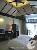 プーケット カップル&ハネムーンのホテル : インピアナ プーケット パトン(Impiana Phuket Patong)のデラックス シービュールームの設備 Bedroom