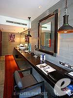 プーケット ヴィラコテージのホテル : ザ スレート(The Slate)のプレミアム パールベッド スイートルームの設備 Deslk