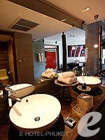 プーケット 会議室ありのホテル : ザ スレート(The Slate)のプレミアム パールベッド スイートルームの設備 Bathroom