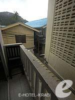 クラビ ピピ島のホテル : アイボリー ピピ アイランド(Ivory Phi Phi Island)のスタンダードルームの設備 Balcony