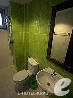クラビ ピピ島のホテル : アイボリー ピピ アイランド(Ivory Phi Phi Island)のスタンダードルームの設備 Bath Room