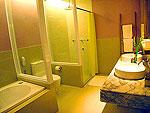サムイ島 インターネット接続(無料)のホテル : アイヤラ ビーチ ホテル & プラザ(Iyara Beach Hotel & Plaza)のデラックスルームの設備 Bathroom