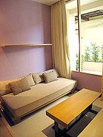 サムイ島 インターネット接続(無料)のホテル : アイヤラ ビーチ ホテル & プラザ(Iyara Beach Hotel & Plaza)のデラックスルームの設備 Sitting Area